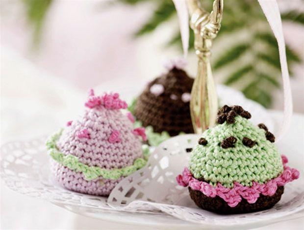 Inviter veninderne tIl hyggeligt teselskab med skønne hæklede muffins.