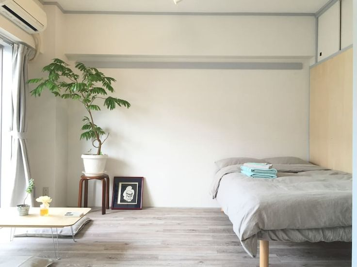 Entire home/apt in Yokohama, JP. A cozy space with green and sunlight. 3 mins walk from Hiyoshi station. 3 mins walk to Keio University . 15 mins to shibuya. 18 mins to shinjuku. Shopping area around Hiyoshi station as well.