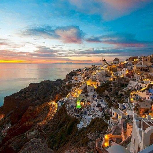 Santorini, Griekenland - 21 x de mooiste eilanden to visit before you die - Nieuws - Lifestyle