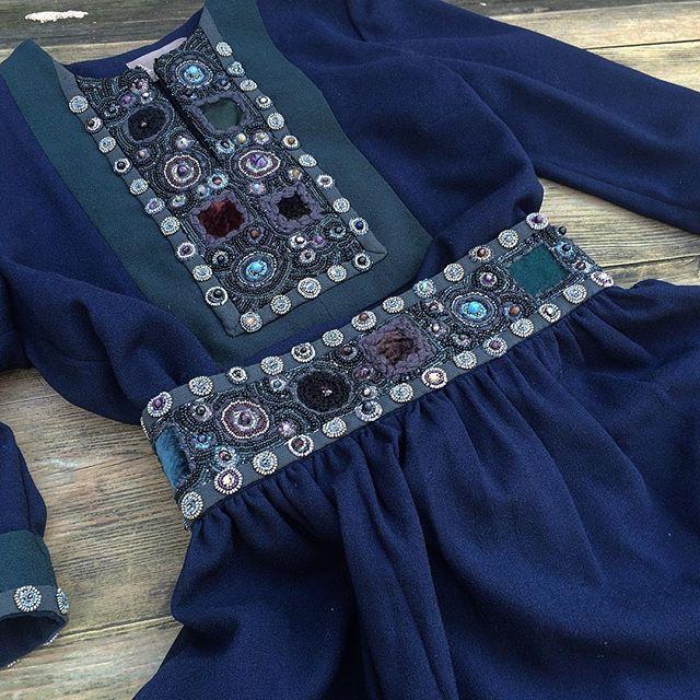 Наш классический костюм: в нашем шоу-руме. Одна из последних моделей. Друзья, завтра я на работе, поэтому пишите в watsapp и приезжайте.  ______________________________________  www.levadnajadetails.com Идея нашей марки посвящена русской красоте. Мы хотим показать, насколько она глубока по смыслу и эстетически необходима в современности. Наша вышивка #levadnajadetails - это предмет гордости: она единственная в своём роде, разрабатывалась нами два года, запатентована и является результатом…
