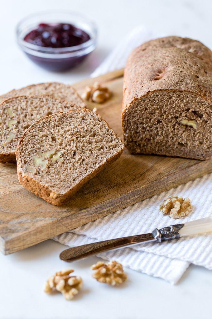 Deliciosa receta de pan de espelta con nueces. Es una receta fácil y sabrosa, se prepara con harina integral y no lleva ningún ingrediente de origen animal.