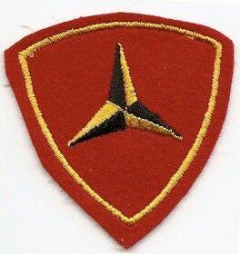 miércoles, 6 de julio de 2011  Insignias de la 2ª Guerra Mundial (4)  Retomo esta sección con una nueva entrega de las insignias y emblemas de los ejércitos y divisiones, regimientos o demás unidades que participaron en laSegunda Guerra Mundial. Aquí van unas cuantas más delEjército Norteamericano, concretamente delUSMC (U.S. Marine Corps):   2ª División de Marines(2nd Marine Division):División de Infantería de Marina con sede enCamp Lejeune (Carolina del Norte).Participó en laGuerra…