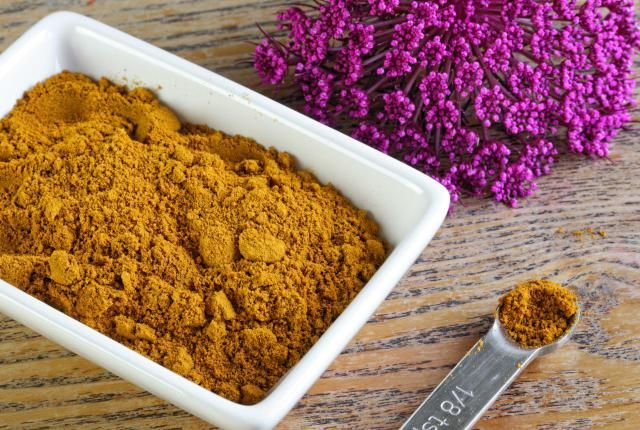 Turmeric isn't just for curry night. It has amazing skin benefits, too! Learn how to use turmeric for skin to improve your skin, reduce redness, acne & more.