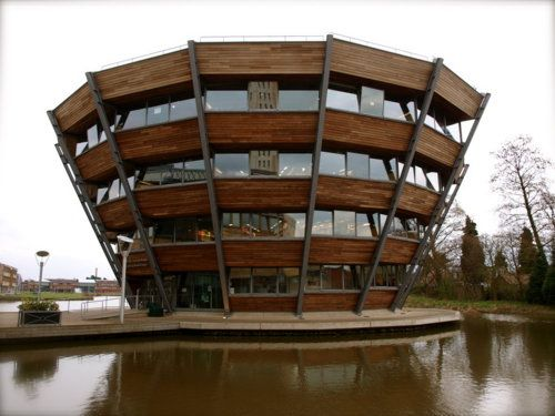 University of Nottingham -- Jubillee Campus (Nottingham, England): Floating Library