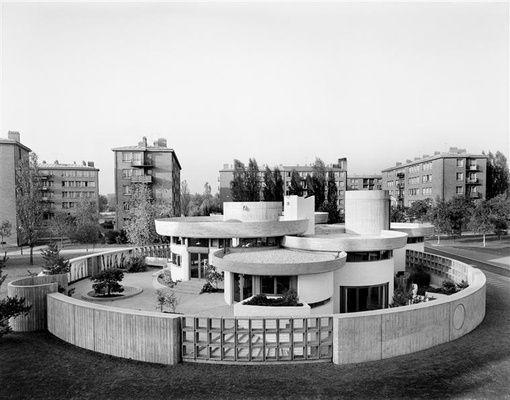 L' Atelier de Montrouge (ATM) est fondé en novembre 1958 par quatre jeunes architectes : Jean Renaudie (1925-1981), Pierre Riboulet (1928-2003), Gérard Thurnauer (né en 1926) et Jean-Louis Véret (né en 1927). Le nom du groupe vient de l'adresse de leur atelier situé au 32 rue d'Estienne d'Orves à Montrouge. L'association des quatre architectes qui a construit la Petite Bibliothèque Ronde a duré de 1958 à 1968. Le groupe s'est ensuite reformé by KADDACHI