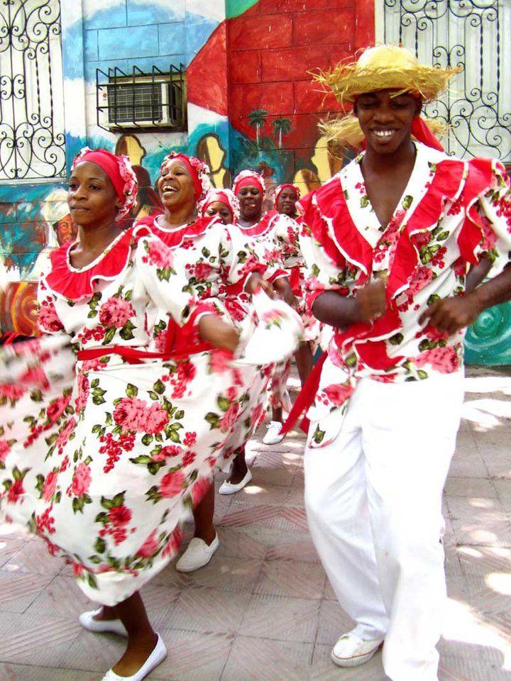 Cuba . dance to the music