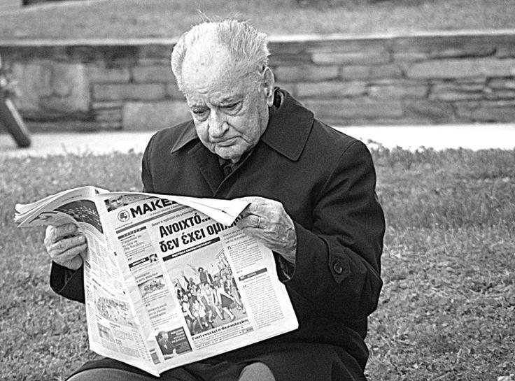 Old man reading paper, Thessaloniki (2009)