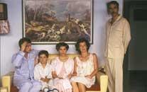 Cuéntame cómo pasó - Los Alcántara regresan a TVE para llevarnos en una viaje por el tiempo a febrero de 1981, un año que se inició con una imagen que dio la vuelta al mundo y a punto estuvo de darla a nuestra recién estrenada democracia.
