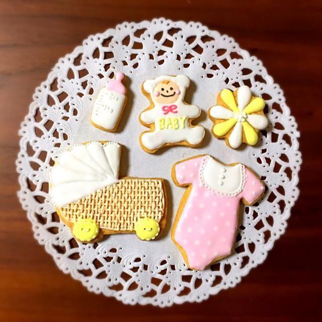 友達の出産祝いに(^-^) 型持ってないけど、どうしてもベビーカーが作りたくて、自分でカット。 くまさん型は、くまの着ぐるみベイビーにしてみたʕ •́؈•̀ ₎ - 38件のもぐもぐ - 出産祝い☆アイシングクッキー by LOVE♡SWEETS