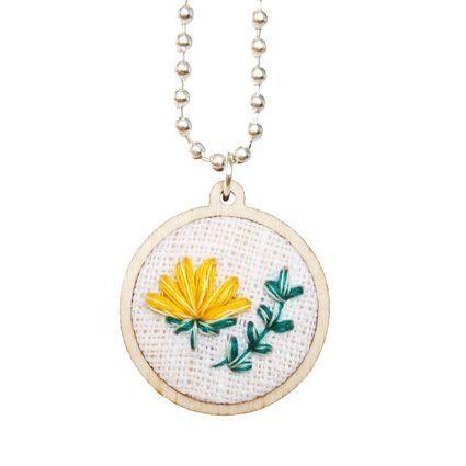 Krookus-kaulakoru #krookus #crocus #kaulakoru #necklace #kirjonta #embroidey #miniembroidery #anniee #annieeleanoora #embroideryjewelry