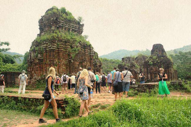 Không đồ sộ, kỳ vĩ như Ăngkor (Campuchia), Pagan (Myanma), Borobudua (Indonesia)… nhưng Mỹ Sơn vẫn có một vị trí rất quan trọng trong nền văn hóa nghệ thuật của vùng Đông Nam Á. Tháng 12 năm 1999, cùng với đô thị cổ Hội An, khu đền tháp Mỹ Sơn đã được UNESCO ghi tên vào danh mục các di sản văn hóa thế giới.