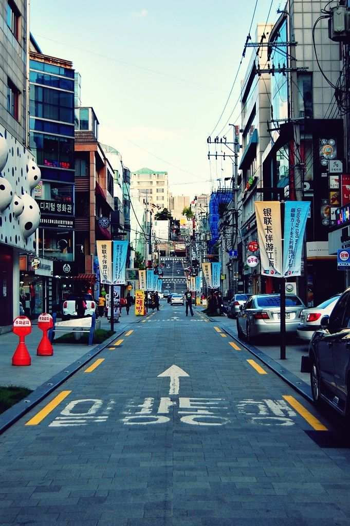 Rodeo St, Gangnam, Seoul (source)