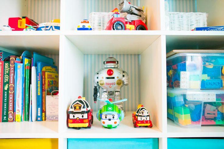Так как изготовление ящиков для игрушек — наша прямая специализация, решила я поделиться с вами, дорогие читатели, своим опытом организации хранения игрушек в детской комнате для двоих детей. Если эта тема для вас актуальна — велкам. Буду рада, если вы поделитесь в комментариях своими мыслями и опытом :) Начну с того, что я патологически не переношу беспорядок: когда вокруг меня бардак, я не могу…
