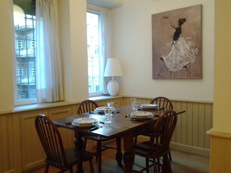 #sanbabila #1bedroomflat #inmilan The table can accommodate up to 6 people