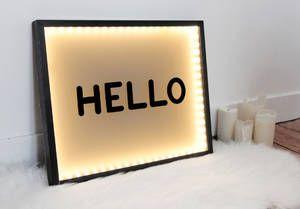 On les voit partout, les boîtes lumineuses à message ont la côte et font de parfaits luminaires d'appoint à l'    éclairage tamisé. Le blog    Hëllø(en collaboration avec     Dance Police)nous livre tous les secrets d'une box lumineusefait maison qui trouvera sa place dans n'importe ...