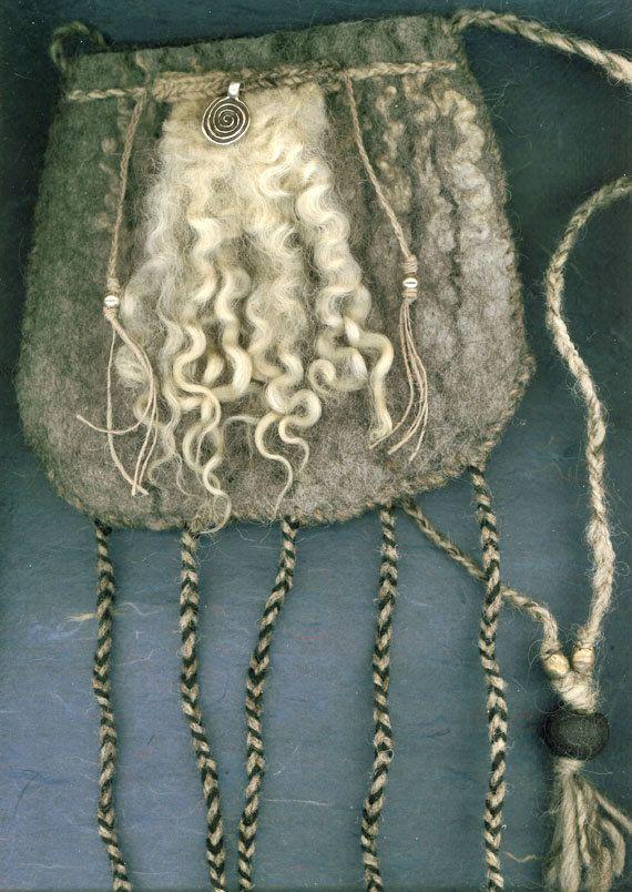 Cailleach Bheur  wet felted bag van ThistleWoolworks op Etsy, $95.00