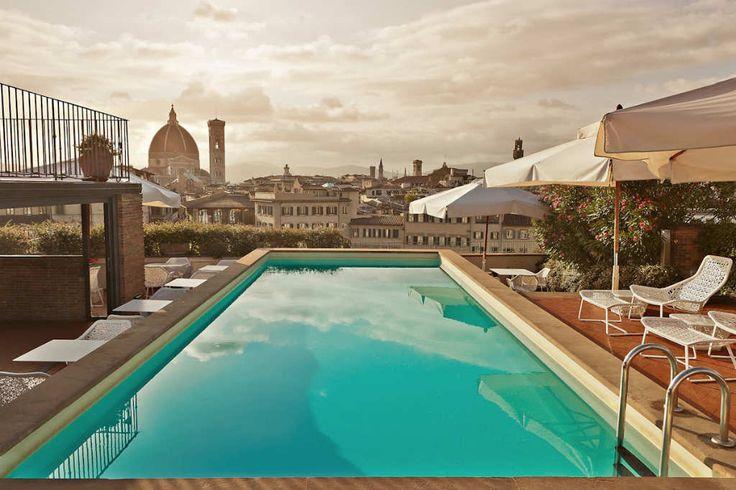 Grand Hotel Minerva (Florencia, Italia). Grand Hotel Minerva (Florencia, Italia)  Piscinas hay miles. Panorámicas desde el agua así... sólo ésta. No querrás salir del agua. Grand Hotel Minerva