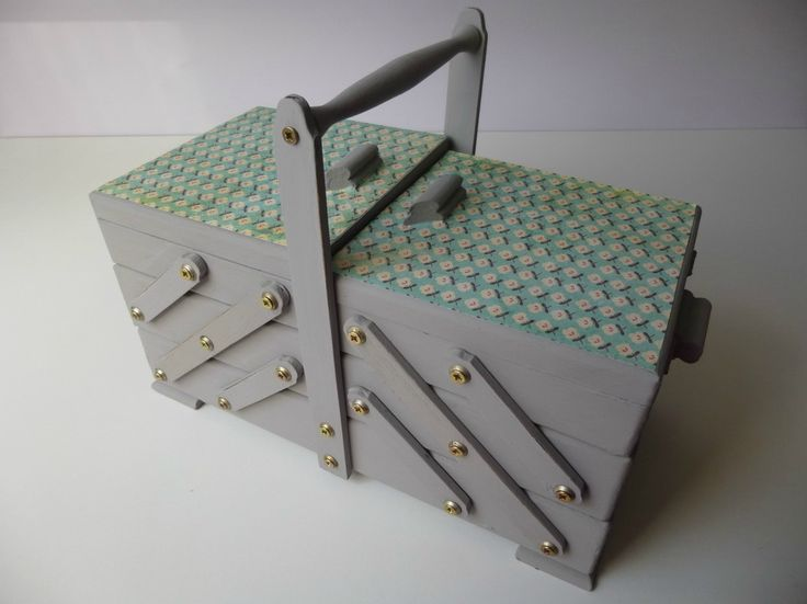 25 best travailleuse images on pinterest sewing box for Travailleuse boite couture sur pied