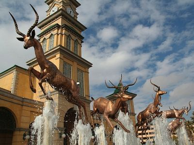 Fountain at Gold Reef City Casino © Image courtesy James Lourens