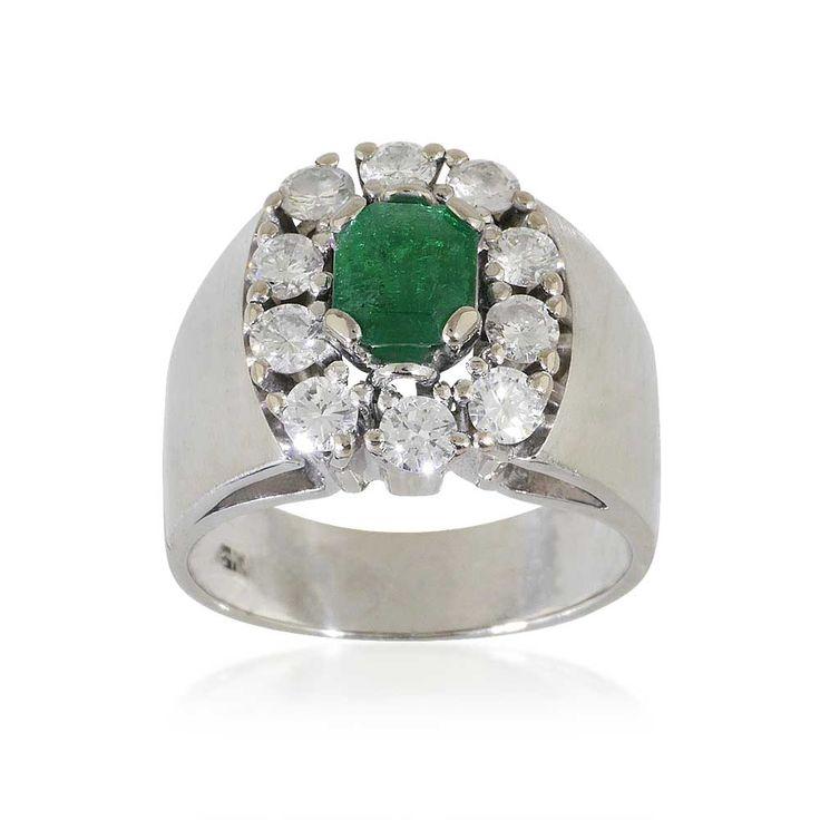 Smaragd-Ring mit 0,74ct #Smaragd, in Smaragdschliff und 0,64ct #Diamanten in 18 kt #Weißgold #vintage #schmuck @schmuckboerse