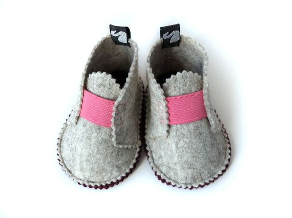 Baby shoes, felt shoes, children spring clothing, wool felt, cabaret pink, waldorf style, Sz.  6 - 12 months
