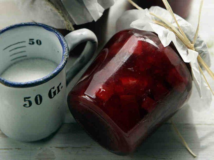 Kesäkurpitsa & puolukka maistuvat hillossa. http://www.yhteishyva.fi/ruoka-ja-reseptit/reseptit/kesakurpitsa-puolukkahillo/01956