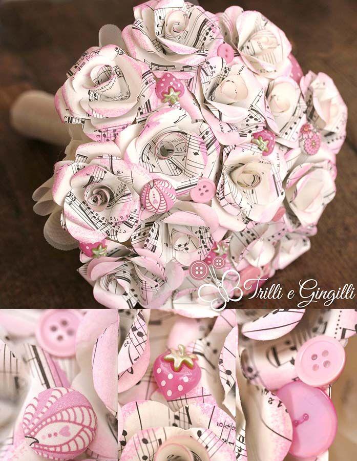 Bouquet con rose di spartiti musicali e fragole