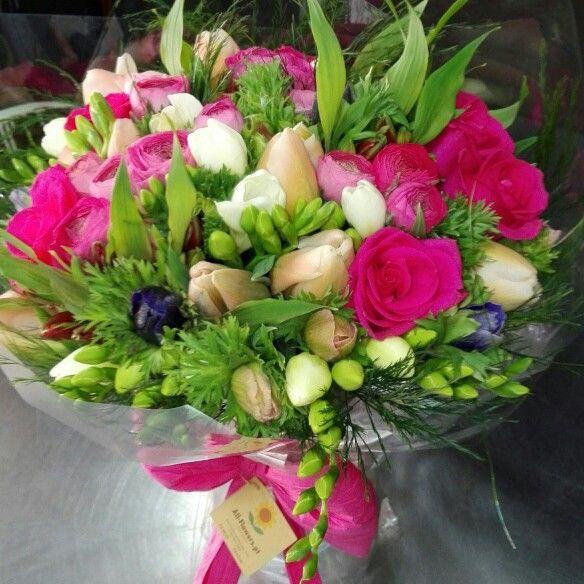 Bouquet de aniversário com flores da Primavera em www.all-flowers.pt