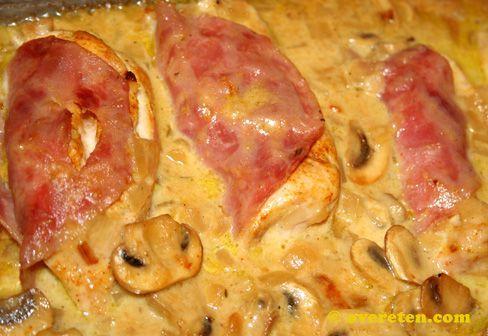 Kipfilet met champignon-kaassaus | OverEten.com