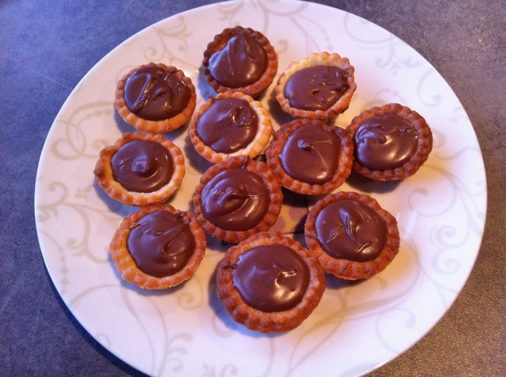 Mini Hazelnut Tartlets - learn how to make them @ The Cottage. Email biasasta@hotmail.com for details on upcoming classes @ The Cottage