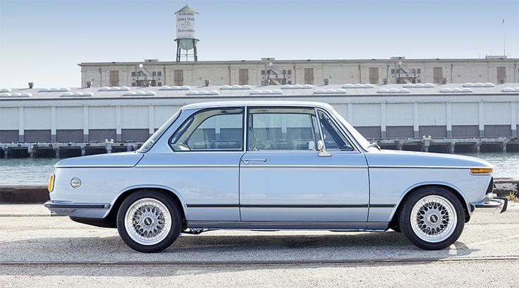 Einen perfekt restaurierten BMW 2002 zu fahren ist wie in einem Traum zu leben