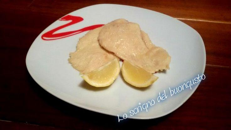 SCALOPPINE DI POLLO AL LIMONE    CLICCA QUI PER LA RICETTA  http://loscrignodelbuongusto.altervista.org/scaloppine-di-pollo-al-limone/                    #limone #pollo #Food #ricette #secondipiatti #solocosebuone