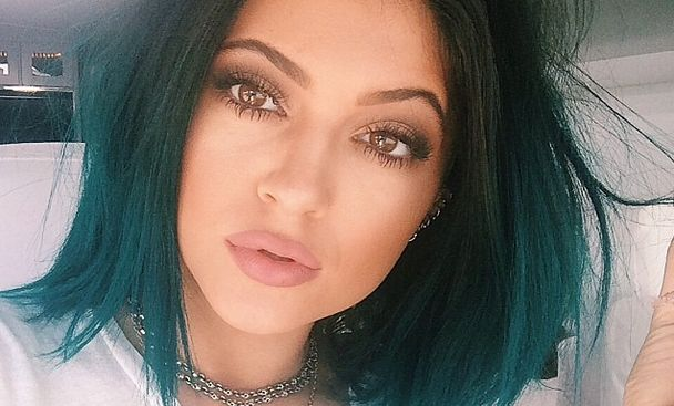 The Kylie Jenner Lip Trend Everyone Is Going Crazy For (And How To Get It) | Alex on KIIS FM