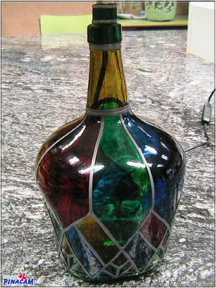 Jarrafa decorada con plomo. #manualidades #pinacam #cristal #platos#botellas                                                     www.manualidadespinacam.com