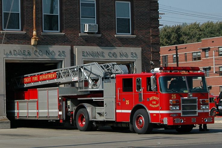 ◆Detroit, MI FD Ladder 25 ~ Pierce 100' TDA◆
