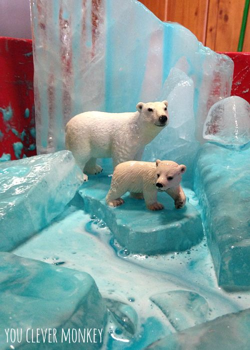 Polar ice small world. Easy play ideas - using simple resources found at home, re-create these easy play invitations for your children to make and play these holidays. Visit www.youclevermonkey.com or #easyplayidea on Instagram to follow along! #smallworldplay