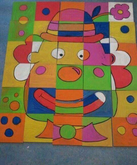 Teken een clown op stevig papier. Verdeel het papier in hokjes, snij dit vervolgens en je hebt een zelfgemaakte puzzel!