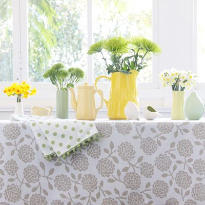 Dandi Spring greens and yellows. Hydrangea tablelcoth in oatmeal and our pistachio pom pom tea towels. Fresh green leaves and yellow blooms.