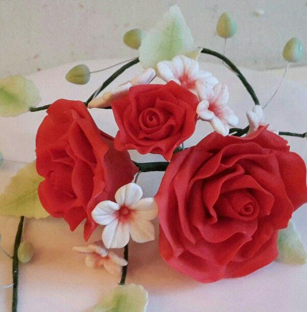 Rosengesteck zum muttertag zuckerblumen dastortenfr ulein meine zuckerblumen pinterest - Muttertag pinterest ...