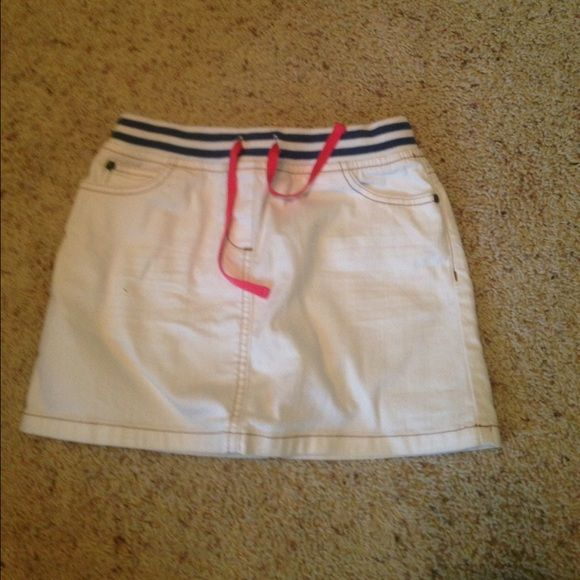 Mini boden denim skirt Mini boden white denim skirt with stretchy blue and striped waist band and a pink drawstring.  Size kids 9-10 years but fits size xxs-xs or pants size 000-00.  Barely worn.  Make offers :) Mini boden Bottoms Skirts