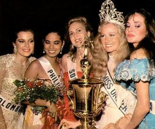 After getting crowned Miss Universe 1984 in Miami, Florida,. From left:  Susana Caldas, Miss Colombia, Desiree Verdadero, Miss Philippines, Leticia Snyman, Miss South Africa, Yvonne Ryding, Winner from Sweden and Carmen Maria Montiel from Venezuela.