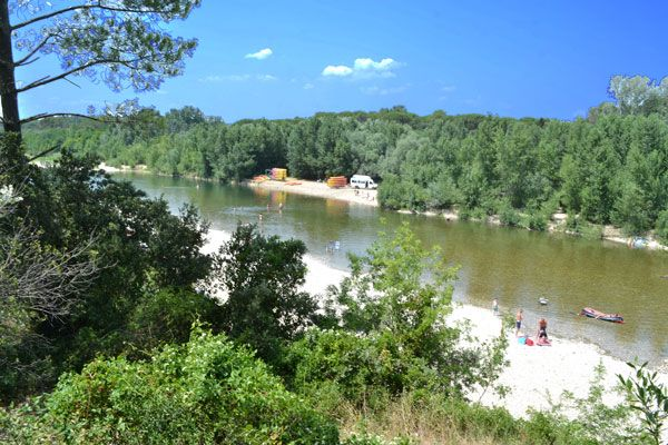 Camping frankrijk languedoc roussillon pont du gard la for Camping pont du gard avec piscine