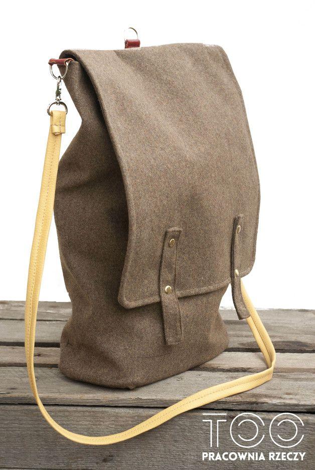 Oryginalna, nowa torba- plecak, wykonana ręcznie według autorskiego projektu w Pracowni Rzeczy Too. Prosty krój, styl swobodny, miejski, trochę jak za dawnych lat, retro. Idealna do szkoły, pracy...