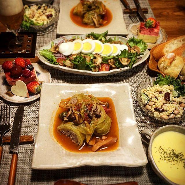 kuuuuuu93こんばんごはん  2016.3.13 たくちゃんキャベツで#ロールキャベツ  今テレビでキャベツを使った料理と言えばで、ロールキャベツ1位だった〜♥️ うんうん #夕食#コーンスープ#ミックスビーンズとツナのマカロニサラダ#キノコのサラダ#おうちごはん#家ごはん#晩ごはん#ふたりごはん#foodpic#yummy#dinner#キャベツ農家#農家の嫁