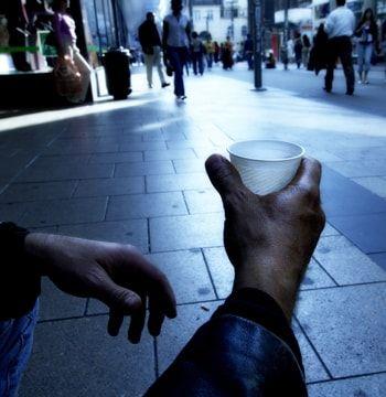 plus de 4millions de français vivent dans la pauvreté.