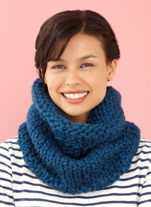 Free easy knitting pattern #L10133: Big Cowl in Martha Stewart's Lofty Wool Blend in ballpoint blue, for Lions Brand Yarn