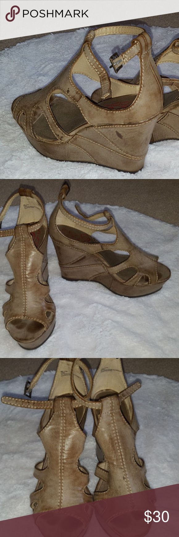 "Big Buddha bb-fun cutout platform wedge tan 6.5M BIG BUDDHA BB-Fun Cutout Platform Wedge Sandal Heel Tan Size 6.5M  Size 6.5M Good used condition, light wear on soles. Right shoe has purple spot on front of shoe near toe and back of buckle area some of the sewn thread has come out. Tan, exterior material is meant to look like distressed leather.  Heel Height 4"" Imported Ships from Smoke-Free Home  Thanks for stopping by! Big Buddha Shoes Wedges"