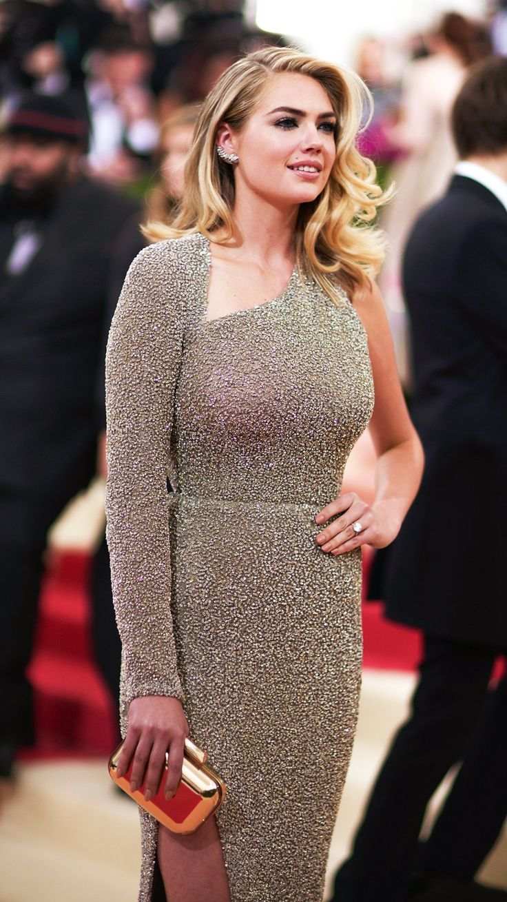 Kate Upton Reveals Her Engagement Ring At The 2016 Met Gala
