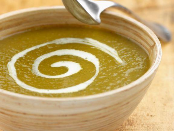 Pürierte Suppe aus verschiedenen Gemüsen ist ein Rezept mit frischen Zutaten aus der Kategorie Eintöpfe. Probieren Sie dieses und weitere Rezepte von EAT SMARTER!