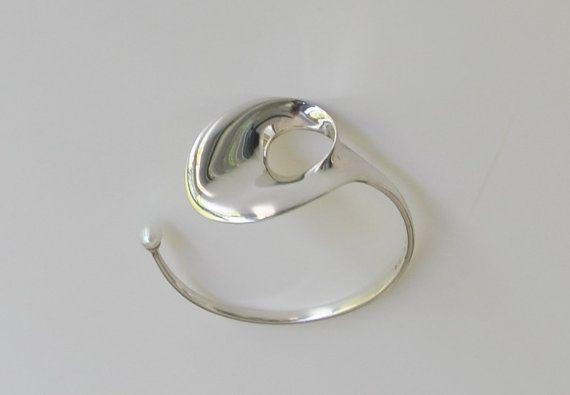 Vivianna Torun Bülow-Hübe (SE) for Georg Jensen (DK), Inspired by Lotus leaves from Indonesia, a sculptural vintage sterling silver cuff bracelet with a freshwater pearl, 1968. #denmark #sweden | finlandjewelry.com